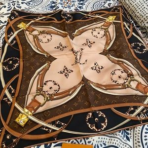 Authentic Louis Vuitton Wild At Heart Square 70